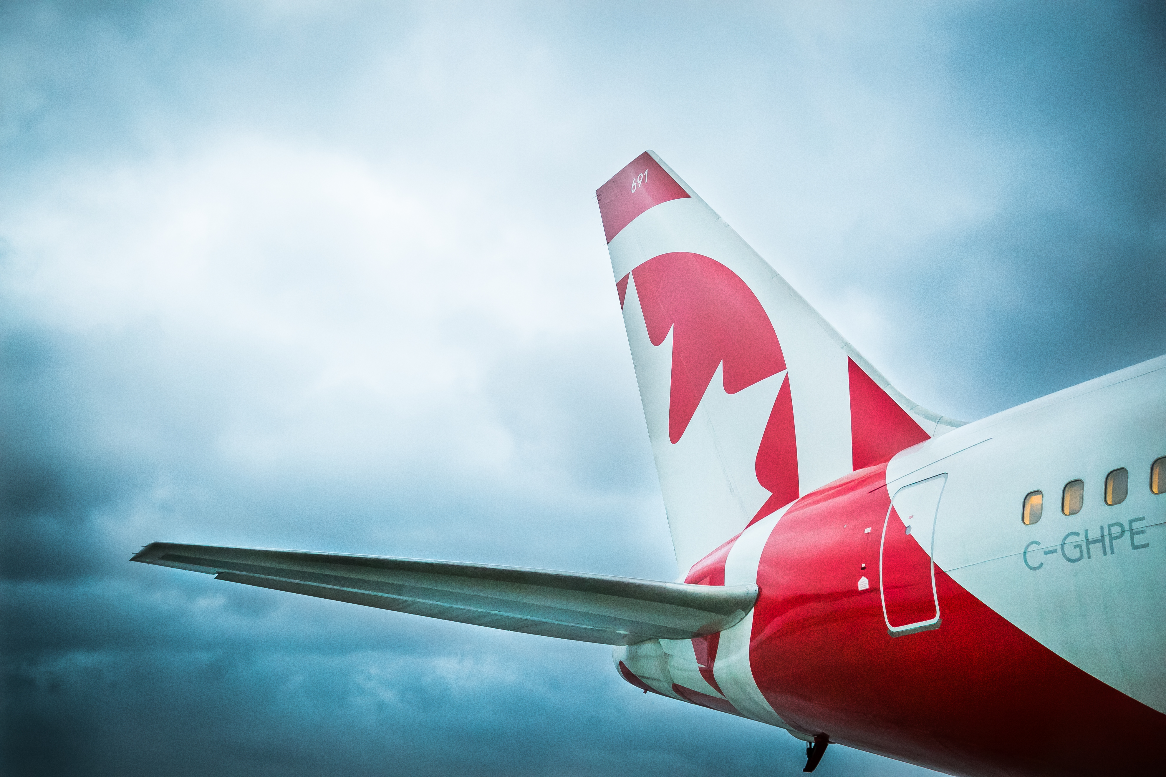 Air canada rouge tail