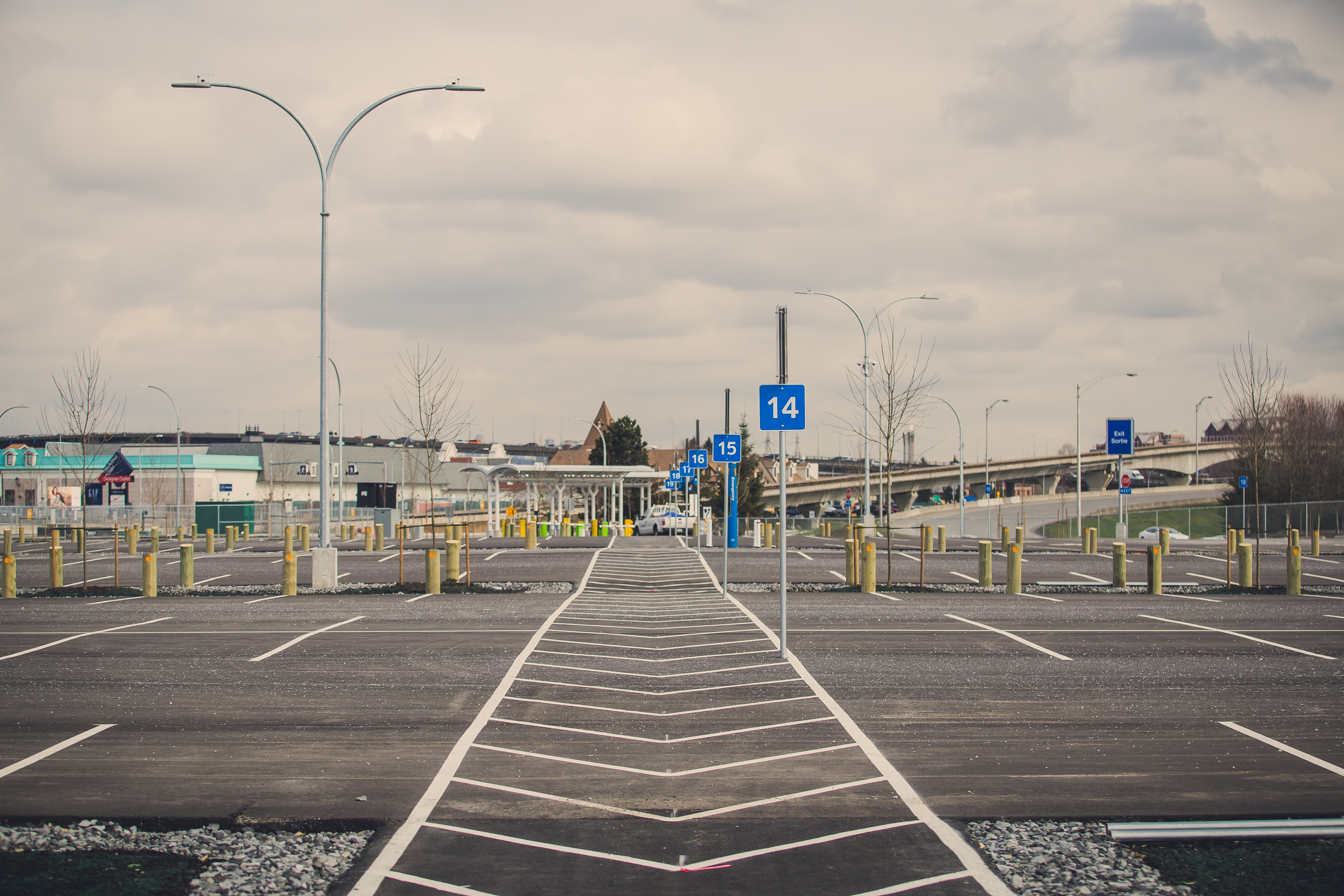 Park'N Fly Vancouver Airport Parking. Start and end your trip at Park'N Fly, Canada's leading airport parking company. With a network that spans coast-to-coast, we currently operate in Vancouver, Edmonton, Winnipeg, Toronto, Ottawa, Montréal, and Halifax.