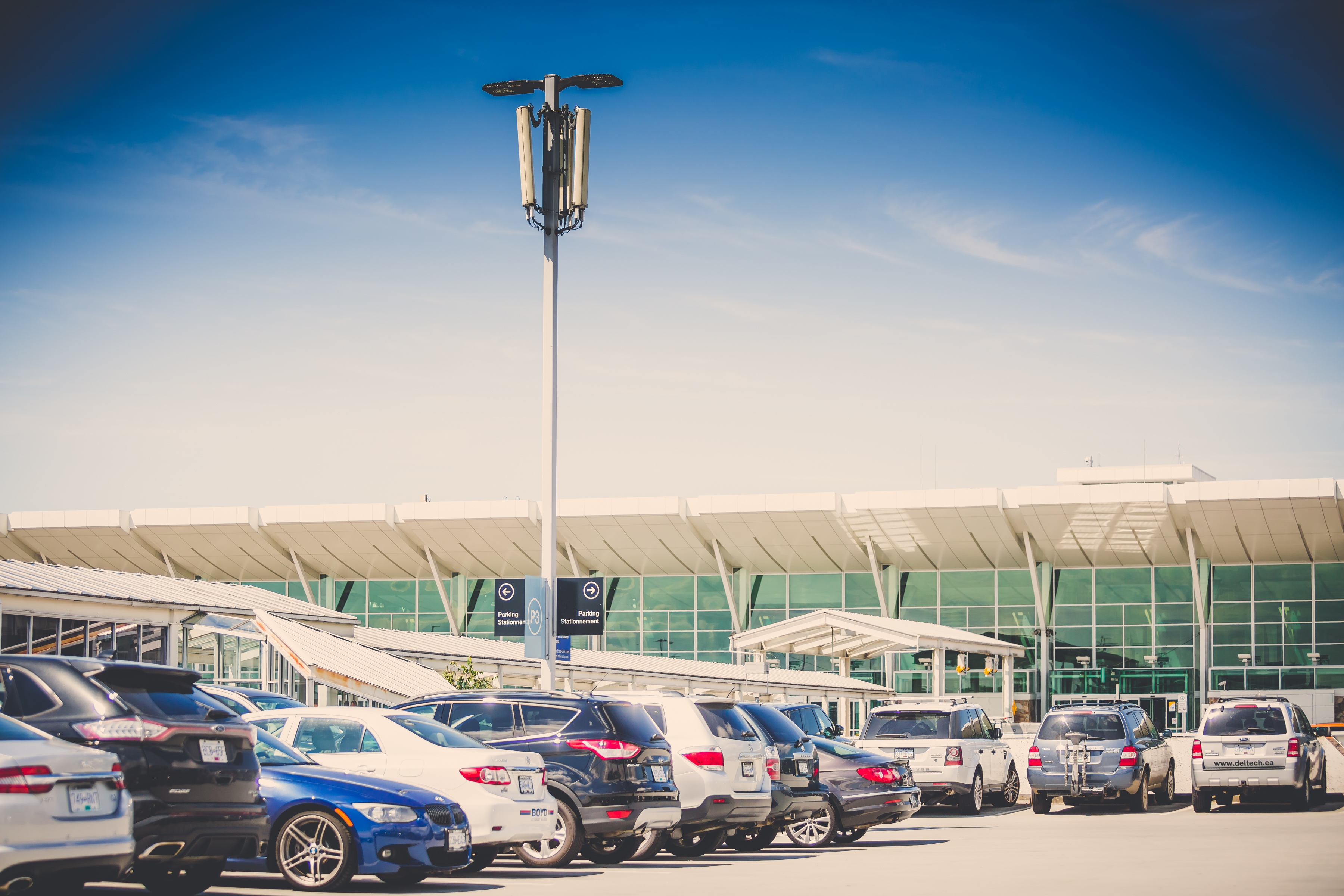 Start and end your trip at Park'N Fly, Canada's leading airport parking company. With a network that spans coast-to-coast, we currently operate in Vancouver, Edmonton, Winnipeg, Toronto, Ottawa, Montréal, and Halifax.